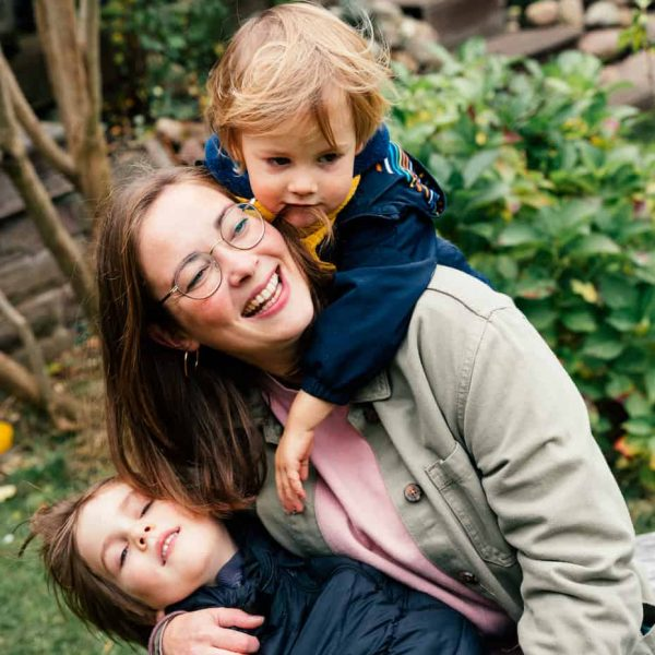Mayka und ihre zwei Söhne